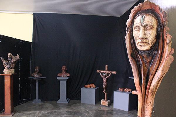 """Exposição """"Narrativas da Ancestralidade"""", do artista plástico Gilvandro Oliveira. (Foto: Ascom)"""