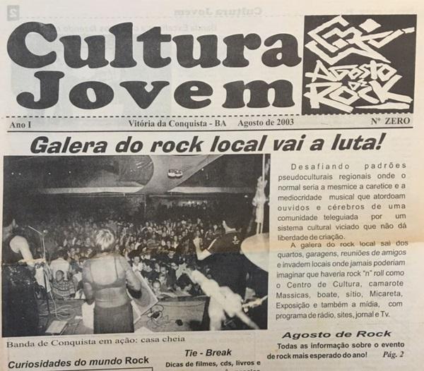 """Capa do jornal conquistense Cultura Jovem, de Agosto de 2003, em preto e branco com a frase """"Galera do rock local vai a luta!"""", em destaque no centro. Na esquerda, aparece uma foto de uma banda de rock se apresentando num show lotado de pessoas e à direita a descrição de um texto."""